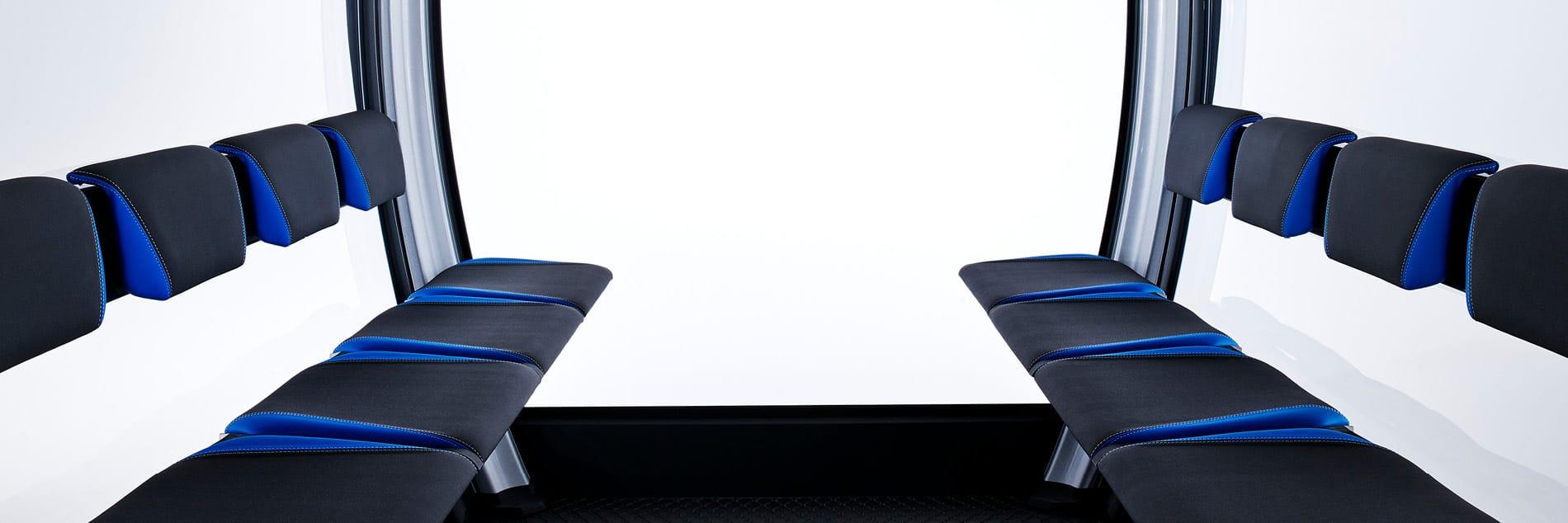 Innenraum und Sitze einer Seilbahn-Kabine