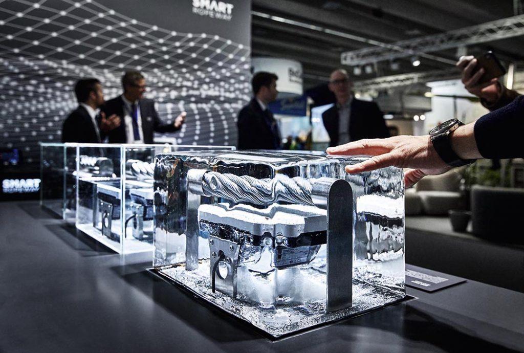 Exponat in Eis auf Doppelmayr Messestand auf der Interalpin