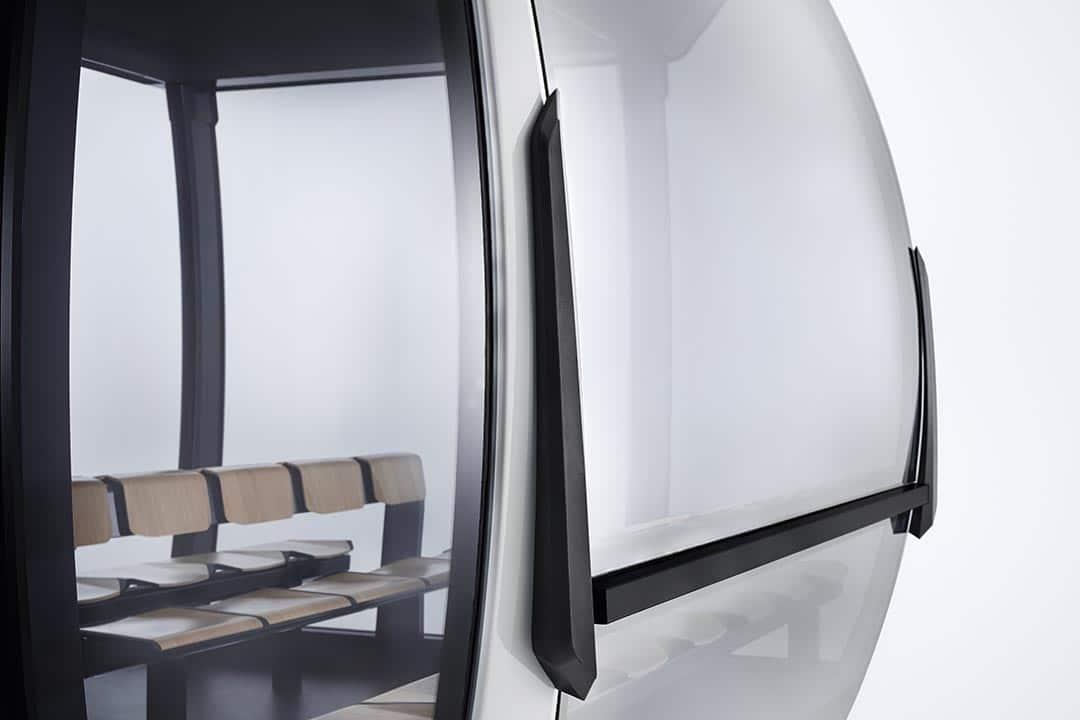 Puffer und Panoramafenster einer Seilbahn-Kabine
